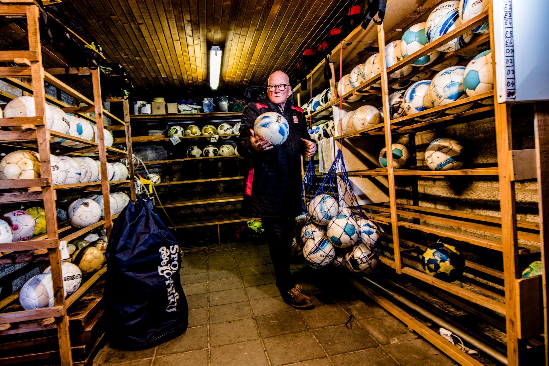 Sfeerfoto van materialenhok voetbalclub Helmondia