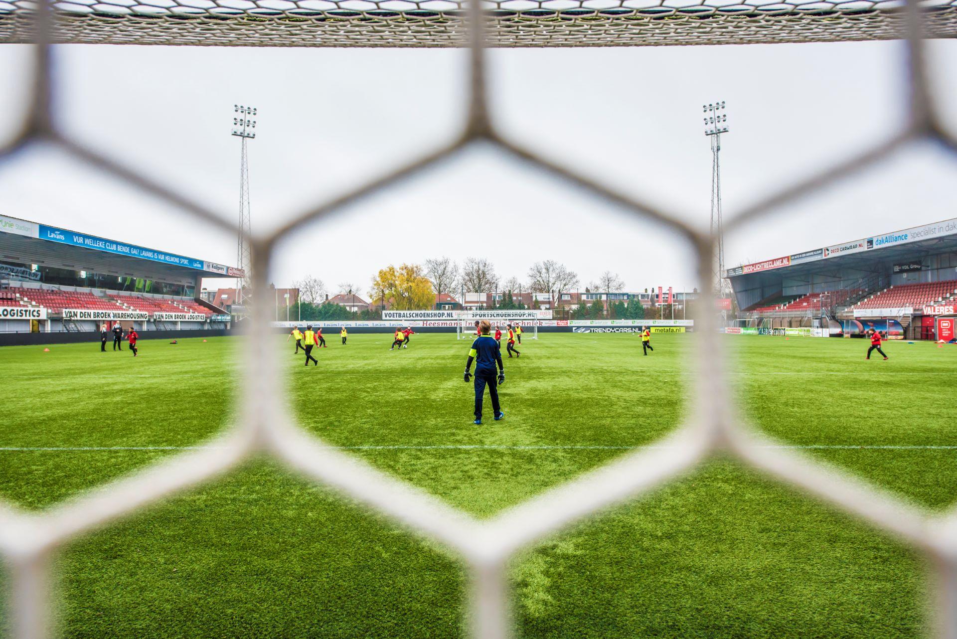 Sfeerfoto van training jeugdspelers Helmond Sport