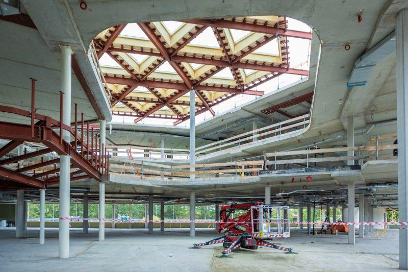 Dakconstructie van schoolgebouw