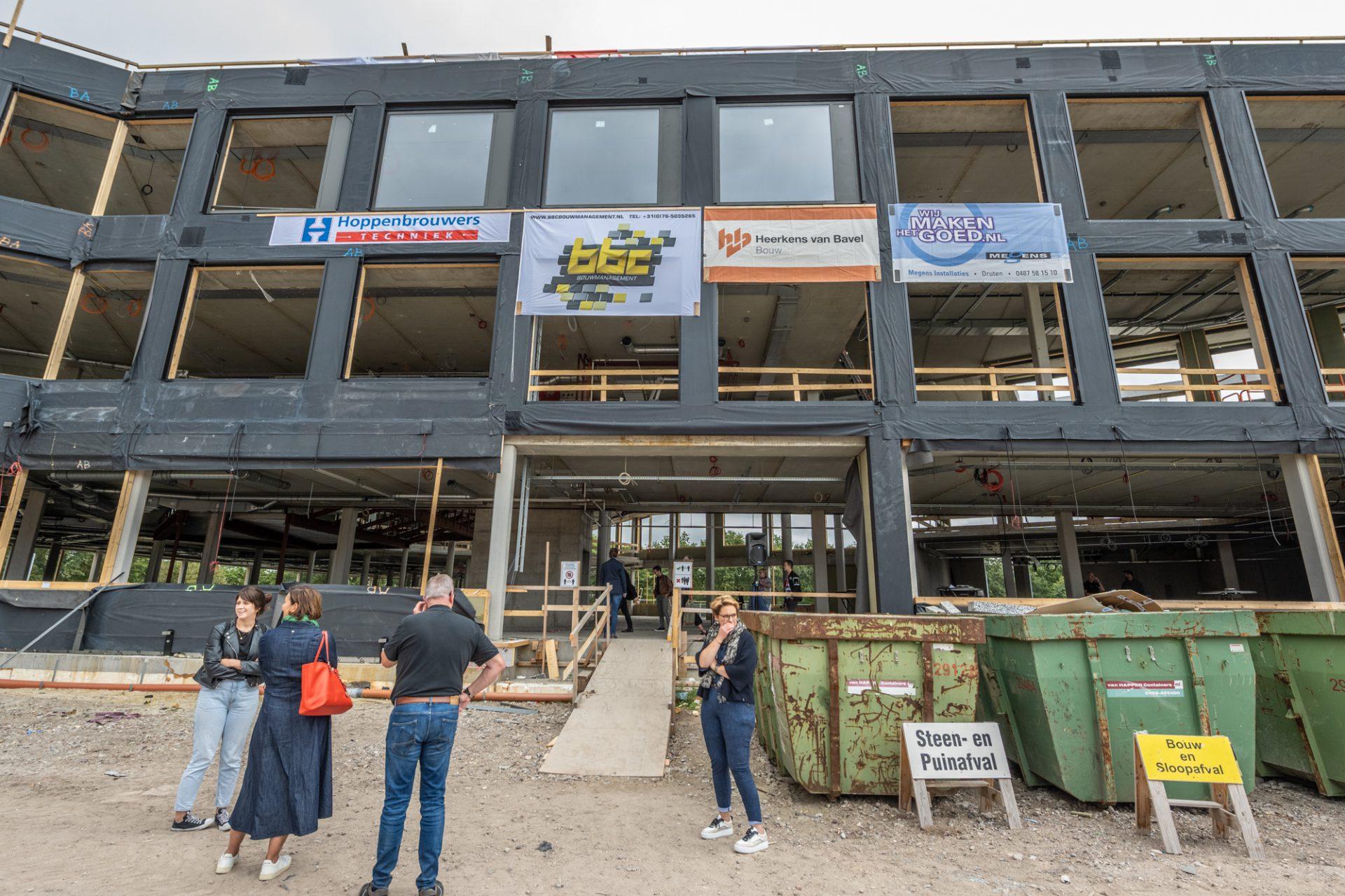 Voorzijde gevel van bouwproject dr.-Knippenbergcollege