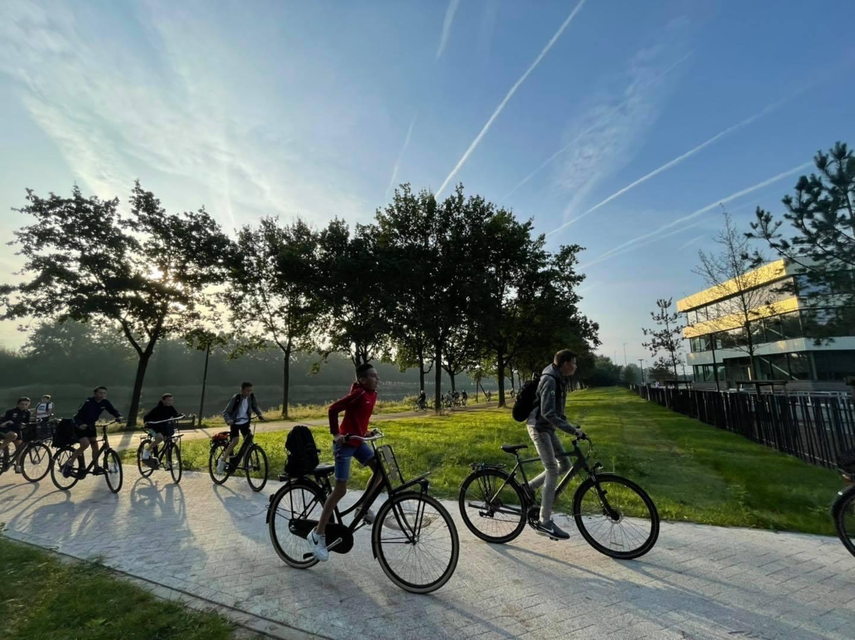 De Knip - eerste schooldag op de fiets naar de nieuwe Knip
